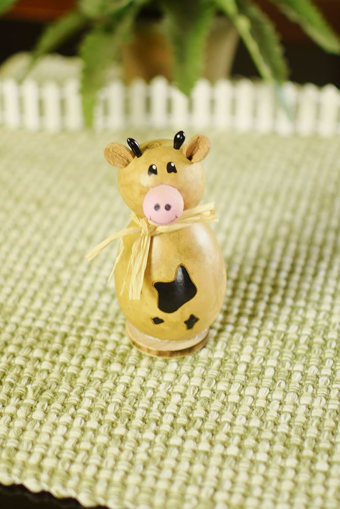 Lil Nellie the Cow by Meadowbrooke Gourds