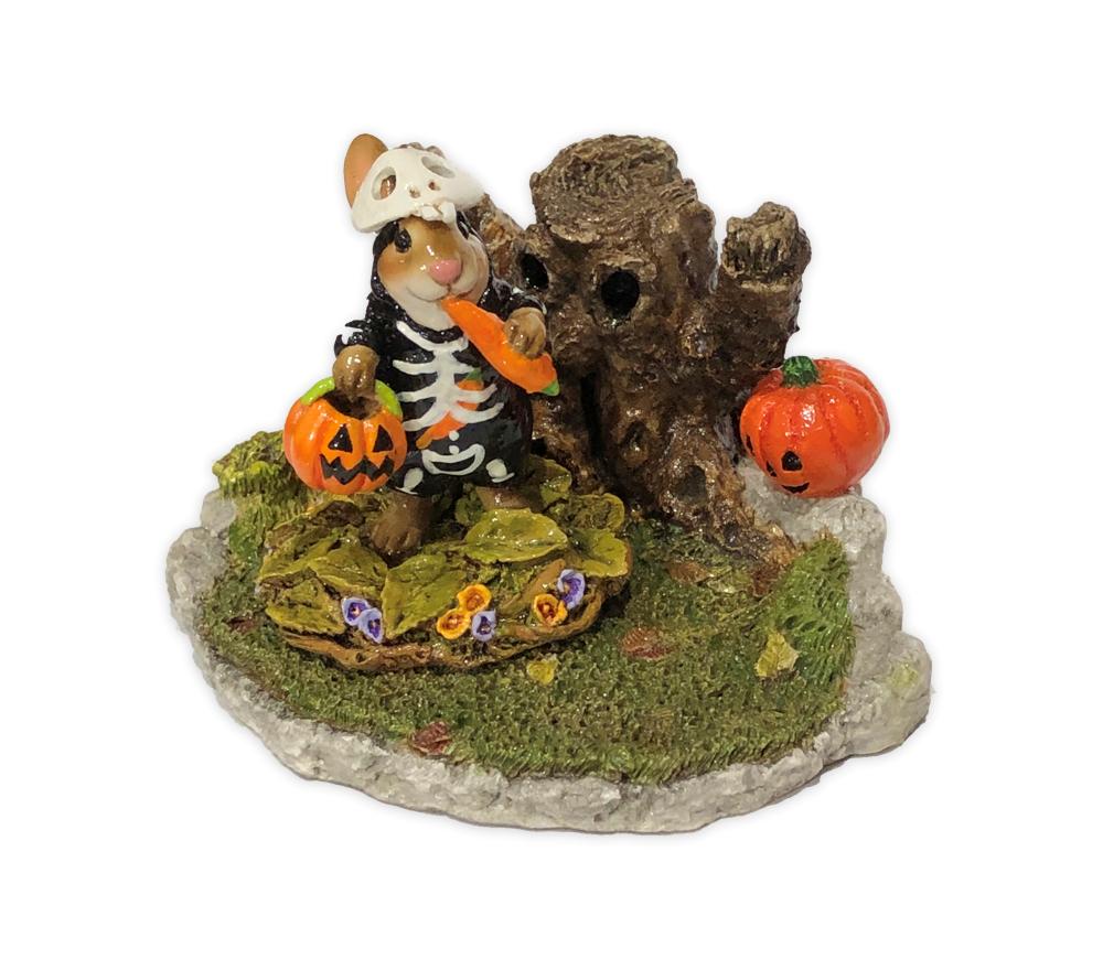 Halloween Stump Display for Habitat Hideaway