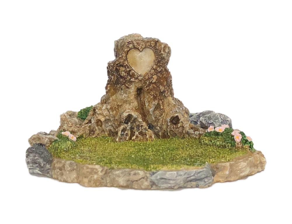 Valentine Stump Display for Habitat Hideaway