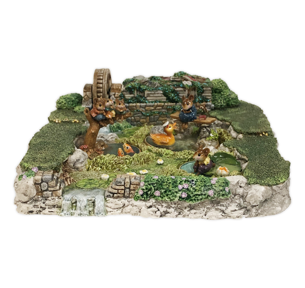 Mill Pond Displayer by Habitat Hideaway